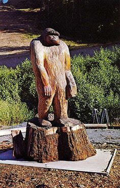 Bigfoot Statue Willow Creek, CA