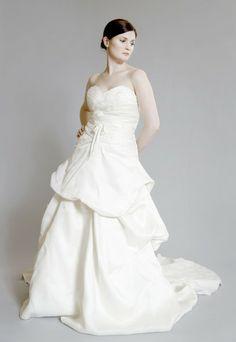 Monique Lhuillier 'Yelena' Silk Dress - Nearly Newlywed Wedding Dress Shop #wedding #weddingdress #designerwedding #moniquelhuillier #weddingfashion #weddinginspiration #dress #bridal #fashion