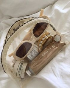 Cream Aesthetic, Classy Aesthetic, Brown Aesthetic, Aesthetic Makeup, Summer Aesthetic, Round Sunglasses, Sunglasses Case, Accesorios Casual, My Vibe