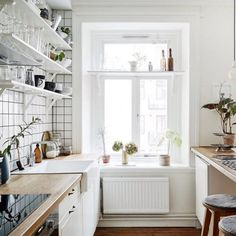 Sometimes we long for the simplicity that's required of a small kitchen... LYC