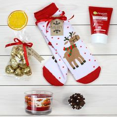 Diy Christmas Presents For Family Xmas 60 Ideas Diy Christmas Presents, Christmas Gift Baskets, Christmas Gift Box, Holiday Gifts, Personalised Gifts Diy, Diy Gifts, Gift Wrapping, Hampers, Family Gifts