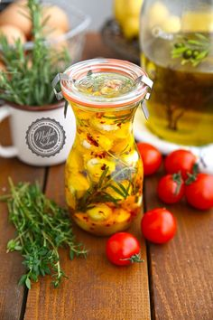 Marinated cheese (Mozzarella) How is it made? Tricks of the recipe, thousands of recipes and more . Ramadan Desserts, Fun Desserts, Turkish Cheese, Vegetarian Breakfast Recipes Easy, Marinated Cheese, Brunch, Gourmet Cooking, Bread And Pastries, Dessert Bread