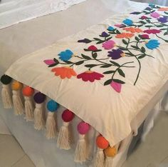 Table Bed runner embroidered P Mexican Embroidery, Crewel Embroidery, Hand Embroidery Designs, Embroidery Patterns, Bed Runner, Vintage Decor, Needlework, Quilts, Blanket