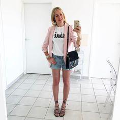 "2,339 Likes, 46 Comments - C h a r l e n e (@thebabooshka) on Instagram: ""L e v i s  V i n t a g e #outfit #outfitoftheday • Blazer #zara • Teeshirt (new) #aimeleondore •…"""