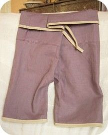 Fisherman's pants for two year old, instructions in French but the pictures are enough as instruction