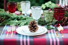 pinecone plate setting
