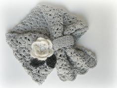 Sciarpa in lana merinos e cachemire per bimba. Sciarpa per bambina regolabile lavorata all'uncinetto. Sciarpa con fiore e foglie. By FilinFilando #italiasmartteam #etsy