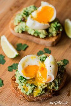 Toujours le Brunch: Tartines à l'Avocat, Oeuf Mollet, Menthe et Coriandre - Food for Love