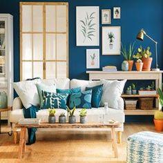 Si tu salón es más aburrido que una película coreana subtitulada ha llegado el momento de darle un poco de vidilla. Puedes hacerlo con la pintura, nuevos cojines, plantas... Todo a la vez o por separado, son infalibles. Este salón lo ha logrado    #elmueble #salonelmueble #salon #livingroom #decoracion #decoration #interiorismo #renovar #color #transformar