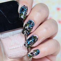 """Ana✨Nail Art-Tutorial-Swatches en Instagram: """"Hi loves!!! . I take another shot with the nail wraps from @goscratchit ✨ my base is 'Starfish' from @formulaxnail ❤️"""