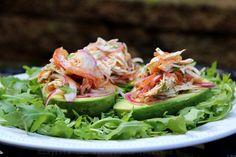 Abacate recheado com salada de frango