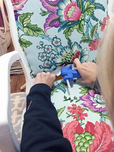IHeart Organizing: upholstering a chair with a double welt.