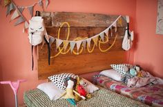 Incredible shared headboard for a sweet little girls - www.insterior.com