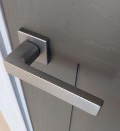 Solo en #habithame Door Handles, Doors, Home Decor, Door Knobs, Decoration Home, Room Decor, Home Interior Design, Home Decoration, Interior Design