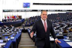 """Представителят на НФСБ в Европейския парламент Слави Бинев подкрепи предложението за почти двойно увеличение на бюджета на програма """"Еразъм +""""..."""