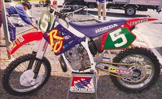 1995 Japan Nationals. WORKS CR250R perimeter frame, conventional forks