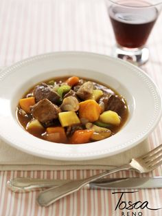 Tosca Reno: Crockpot Stew Recipe - I actually made this yesterday in the crockpot.  It is THE best beef stew I've ever made.  Ate the leftovers for lunch today.  Mmmmmm!!!