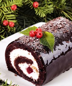 10 Surprising Christmas Traditions That Make Us Hungry – Brit Morin 10 Surprising Christmas Traditions That Make Us Hungry Indulge in a Yule Log for Christmas dessert with this holiday recipe. New Year's Desserts, Cute Desserts, Christmas Desserts, Christmas Baking, Christmas Traditions, Christmas Cakes, Plated Desserts, French Desserts, Christmas Foods