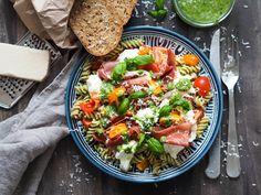 """""""One-pot"""" pasta - Ida Gran Jansen Pasta Salad, Cobb Salad, One Pot Pasta, Eating Well, Mozzarella, A Food, Pesto, Nom Nom, Healthy"""