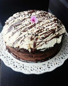 mel Vegan Cake, Allergies, Goodies, Food And Drink, Eggs, Desserts, Cakes, Honey, Sweet Like Candy