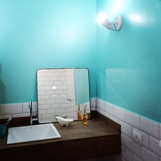 Blue Bathroom Tiffany color: Tantalizing Teal SW 6937 - Sherwin Williams Subway Tiles: Mind the Gap Decortiles