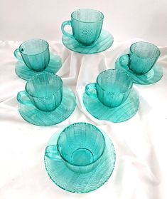 Arcoroc France Turquoise Herringbone Lot 6 Cups Saucers Signed Vintage Rare Only 1 left! Vintage Cups, Vintage Tea, Vintage Signs, Vintage Dishes, Cup And Saucer Set, Tea Cup Saucer, Glass Tea Cups, Cool Glasses, Nordic Ware