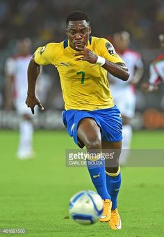 Gabon's forward Malick Evouna runs after the ball during the 2015 African Cup of Nations group A football match between Burkina Faso and Gabon at...