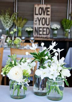 Singapore orchids, David Austin roses, bouvardia, tweedia, miniature roses, freesias and feature florals such as dahlias.
