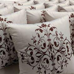 A decoração da sua sala ou do seu quarto vai ficar muito mais charmosa com as almofadas da coleção Arabesco da Luisa Decor. Confira! www.luisadecor.com.br  #almofadas #decoração #promoção #decor #sala #moveis #luisadecor