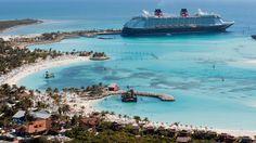 Croisière: à bord du Disney Dream--------------- Voici le Disney Dream à quai à Castaway Cay, une île privée des Bahamas réservée aux navires de la Disney Cruise Line