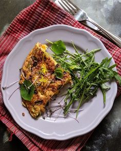 Veggie loaded frittata - one of the best #Mealprep breakfasts - bell peppers, zucchini, onions, herbs, chillies - get the recipe here #saffrontrail #stcooks #eggs #eggbreakfast #breakfast