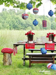 Try this tip from @thistlewoodfarm to make ordinary cushions festive for Fourth of July: Wrap them in bandanas!