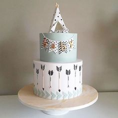 The cutest little baby shower cake! How adorable is that tepee? The cutest little baby shower cake! How adorable is that tepee? Arrow Baby Shower, Tribal Baby Shower, Baby Shower Cakes For Boys, Baby Boy Cakes, Gateau Baby Shower Garcon, Baby Boy Birthday Cake, Birthday Kids, Indian Baby Showers, Cake Designs