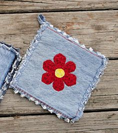 potholders Blue Jean Potholders Red Flower Hotpads The Jean Crafts, Denim Crafts, Fabric Crafts, Sewing Crafts, Sewing Projects, Old Jeans Recycle, Blue Jean Quilts, Quilted Potholders, Denim Ideas