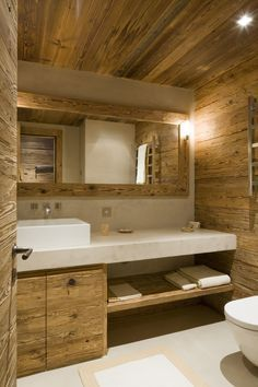 These rooms with rustic bathroom decor will inspire you to do country chic right. Cabin Bathrooms, Rustic Bathrooms, White Bathrooms, Attic Bathroom, Chalet Interior, Chalet Design, Cabin Interiors, Wooden House, Bathroom Interior Design