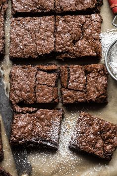 Crinkle Top Brownies: light, a little fudgy, extra chocolatey, perfectly sweet, … - Delicious recipes Best Easy Dessert Recipes, Sweet Recipes, Delicious Desserts, Yummy Food, Cod Recipes, Spinach Recipes, Crockpot Recipes, Brownie Toppings, Brownie Recipes