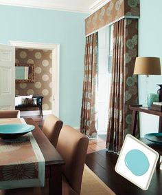 Pale blue and dark brown are a tried-and-true duo, but the dynamic changes when the blue is cranked up to a lively aqua that can take the stuffiness out of what is often a traditional space. For a similar look, try: Olympic Aqua Chiffon Good Living Room Colors, Dining Room Paint Colors, Dining Room Blue, Dining Room Sets, My Living Room, Aqua Rooms, Brown And Blue Living Room, Of Wallpaper, Living Room Inspiration