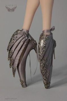 Most Funny and Crazy Shoes That Will Make Say Go Home Fashion You are Drunk - bemethis Mode Shoes, Women's Shoes, Me Too Shoes, Shoe Boots, Art Shoes, Pointe Shoes, Platform Shoes, Weird Fashion, Fashion Mode