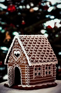 Gingerbread House Designs, Gingerbread House Parties, Gingerbread Village, Gingerbread Decorations, Christmas Gingerbread House, Christmas Sweets, Christmas Baking, Christmas Fun, Christmas Cookies