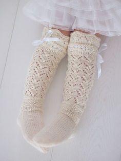Life with Mari: Prinsessan pitsiunelmat ♥ Girls Knee High Socks, Girls Socks, Wool Socks, Knitting Socks, Knitting For Kids, Baby Knitting, Crochet Slippers, Knit Crochet, Best Baby Socks