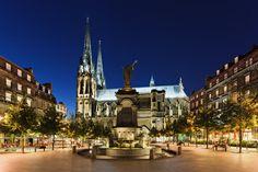 Clermont-Ferrand - Place de la victoire - Puy-de-Dôme dept. - Auvergne région, France         ....frenchtrip.ru
