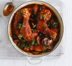 Chicken Marengo Try a chicken casserole with a difference and whip up this version with mushrooms, olives, tomato and parsley Bbc Good Food Recipes, Cooking Recipes, Healthy Recipes, Roast Recipes, Diabetic Recipes, Keto Recipes, Healthy Food, Chicken Marengo, Casserole Dishes