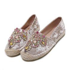 c601a27f7c57 Tendance Chaussures 2018 Description 2017 Spring Autumn fashion flat shoes  Espadrilles femme Shoes rhinestone Round Toe FOOTWEAR FOR WOMEN Woman  Loafers ...