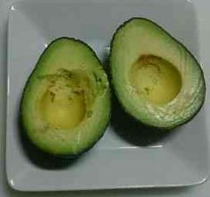 Are You Throwing Away Avocado Seeds? Avocados are a healthy food, but did you know that the seed is even healthier? According to my research, the avocado seed is actually a super food! Best Guacamole Recipe, How To Make Guacamole, Quick And Easy Appetizers, Easy Appetizer Recipes, Ice Pop Recipes, Real Food Recipes, Food For Glowing Skin, Avocado Seed, Cooking Instructions
