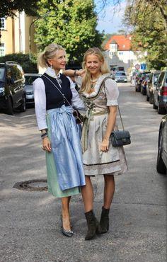 Mode Statements, German Wedding, German Girls, French Fashion, What To Wear, Midi Skirt, Costumes, Costume Ideas, Stylists