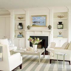 Love the freshness of this room, and the built-ins around the #fireplace. From Better Homes and Gardens.