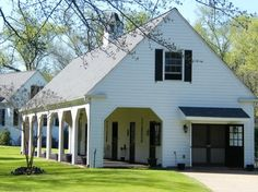 The perfect size stable. My dream =couple of beautiful thoroughbreds, children's pony, one quarter horse and a few McNab / border collies running around. Dream Stables, Dream Barn, Horse Stables, Horse Farms, My Dream Home, Country Barns, Old Barns, Small Barns, Barn Living