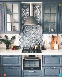 Creative Small Kitchen Design And Organization Ideas - Design della cucina Blue Kitchen Cabinets, Kitchen Paint, Kitchen Tiles, Home Decor Kitchen, New Kitchen, Home Kitchens, Kitchen Living, Living Room, Copper Kitchen
