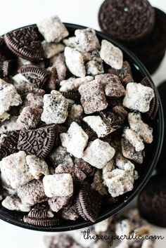 Oreo Puppy Chow (AKA Cookies and Cream Muddy Buddies) 18 Super Bowl Snacks That Make Watching Football Worth It Mini Desserts, Just Desserts, Delicious Desserts, Yummy Food, Plated Desserts, Sweet Recipes, Snack Recipes, Dessert Recipes, Oreo Dessert