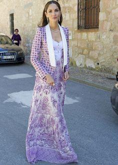 Eugenia Silva - Jacket and dress by Roberto Cavalli. Sandals by Jimmy Choo. Fashion 2020, Love Fashion, Womens Fashion, Street Fashion, Dress Skirt, Dress Up, Jacket Dress, Street Style, Street Chic